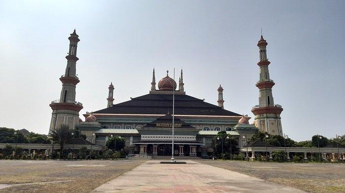 Masjid Raya Al-Bantani Serang Gelar Salat Idul Fitri dengan Prokes, Berikut Khatib dan Imamnya