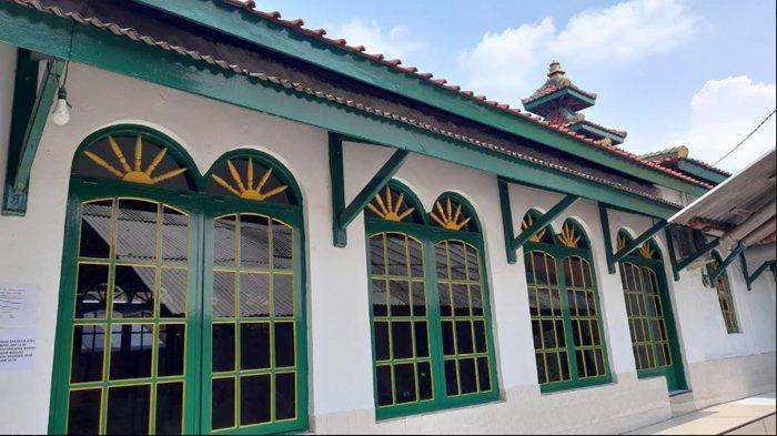Masjid Sumpah yang berada di Jalan P Jayakarta Link Terate Udik RT 02/02, Kampung Tarate Udik, Kelurahan Masigit, Kecamatan Jombang Wetan, Kota Cilegon