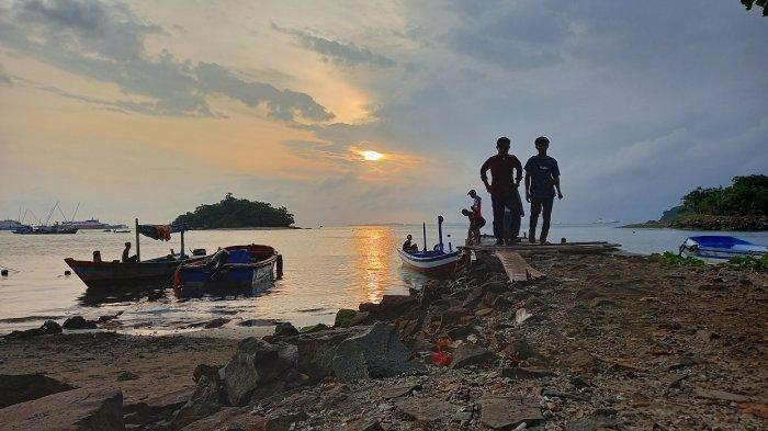 Kisah Pawang di Pulau Merak Kecil, Berkawan dengan Monyet dan Minta Hidup Bebas Jangan Diganggu