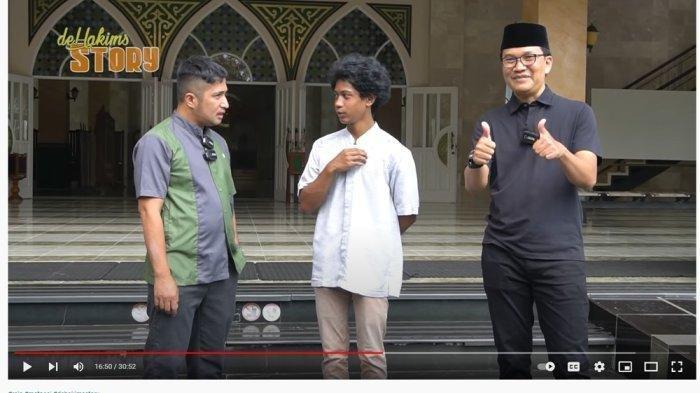 Menyambut Jamaah Sejak Kecil, Irfan Hakim Takjub dengan Didikan Ayah Raja Si Sultan Penjaga Masjid
