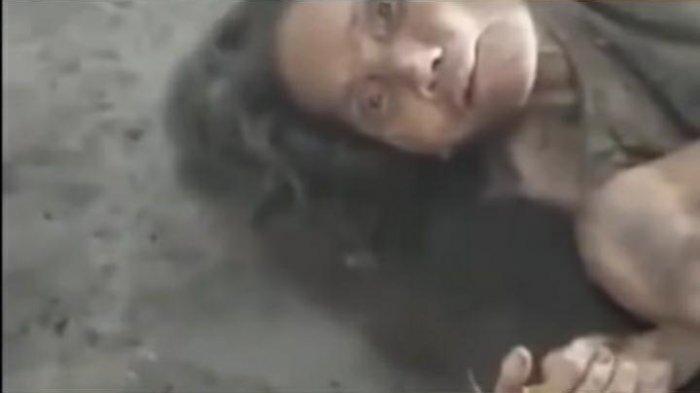 Seorang Wanita Menangis Tersedu-sedu di Hadapan Nenek Sebatang Kara yang Hanya Berbaring di Lantai