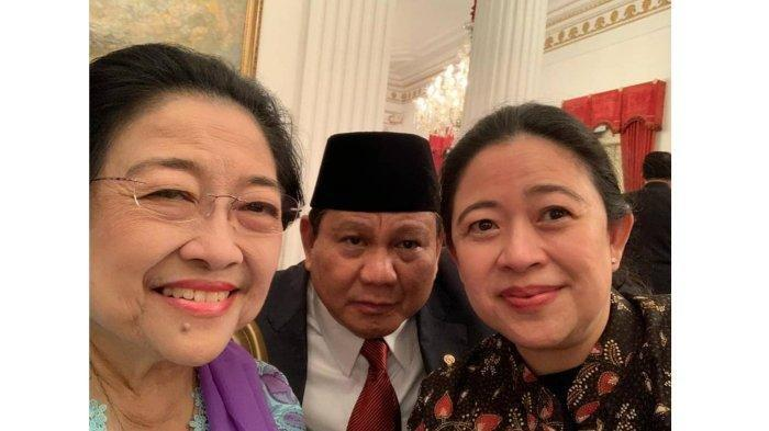 Ketua DPR RI Puan Maharani bersama ibunda sekaligus Ketua Umum PDIP Megawati Seokarnoputri dan Prabowo Subianto yang baru saja dilantik sebagai Menteri Pertahanan di Kabinet Indonesia Maju, berfoto bersama.