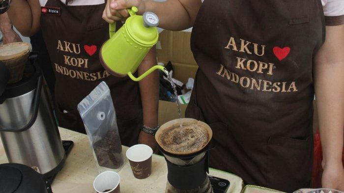 Bikin Es Kopi Susu Kekinian Ala Cafe di Rumah? Gampang Kok, Selamat Mencoba!