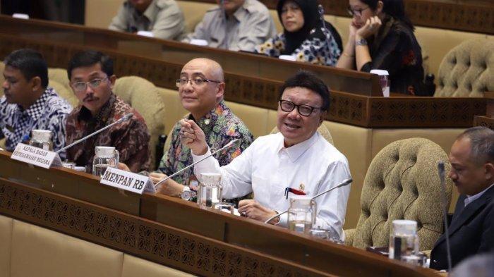 Menpan RB Tjahjo Kumolo dan Kepala Badan Kepegawaian Negara (BKN) Bima Haria Wibisana menghadiri rapat kerja dengan Komisi II DPR RI di Komplek Parlemen, Senayan Jakarta, Senin (20/1/2020). Rapat membahas Persiapan Pelaksanaan Seleksi Calon Pegawai Negeri Sipil 2019-2020.