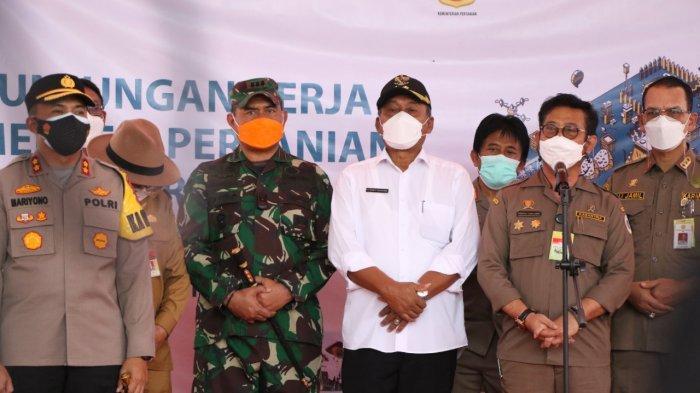 Menteri Pertanian Syahrul Yasin Limpo Memantau Penyaluran KUR ke Petani di Kabupaten Serang