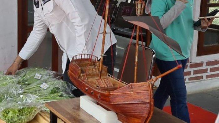 Warga Binaan Rutan Kelas IIB Serang Membuat Miniatur Kapal dari Koran Bekas, Dijual Rp 120.000