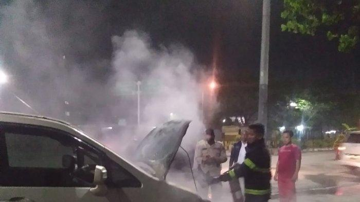 Mobil Pribadi Terbakar di Pelabuhan Merak, Diduga Korsleting Listrik