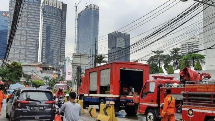 Kebakaran di Apartemen Tamansari: Petugas Sempat Kesulitan Evakuasi Korban, Api Padam Setelah 9 Jam