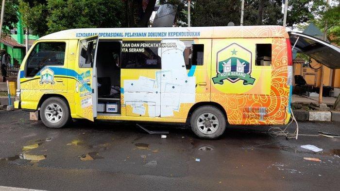 Kronologi Mobil Pelayanan Dukcapil Keluarkan Api di Alun-alun Serang, Saksi Cium Bau Tak Sedap
