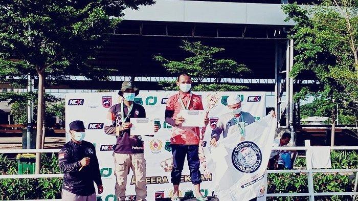 Mohamad Nisvi, 23 tahun, atlet panahan berkuda Provinsi Banten. Mohamad Nisvi, mahasiswa Universitas Banten Jaya (UNBAJA) meraih juara kedua kategori serial shoot pada ajang National Horseback Archery & on Ground Archery Competition 2021.