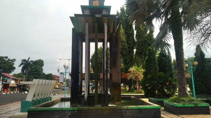 Monumen Taman Berkah yang berada di Alun-alun Kota Pandeglang