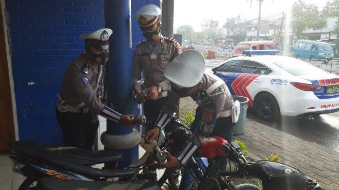 Empat unit sepeda motor modifikasi yang akan digunakan untuk balap liar, diamankan personel Satlantas Polres Lebak.
