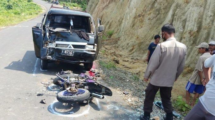 Brak! Motor Kawasaki KLX vs Pickup di Bojongmanik Tabrakan Adu Banteng, 2 Orang Tewas di Tempat