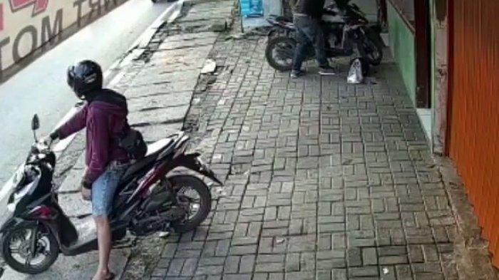 Tega, Motor Petugas Kebersihan Dicuri saat Menyapu Jalanan di Tangerang