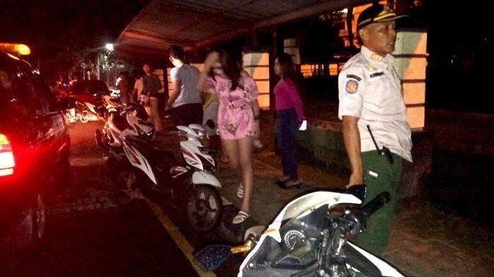 Satpol PP Kabupaten Tangerang Bubarkan Muda-mudi yang Asyik Nongkrong