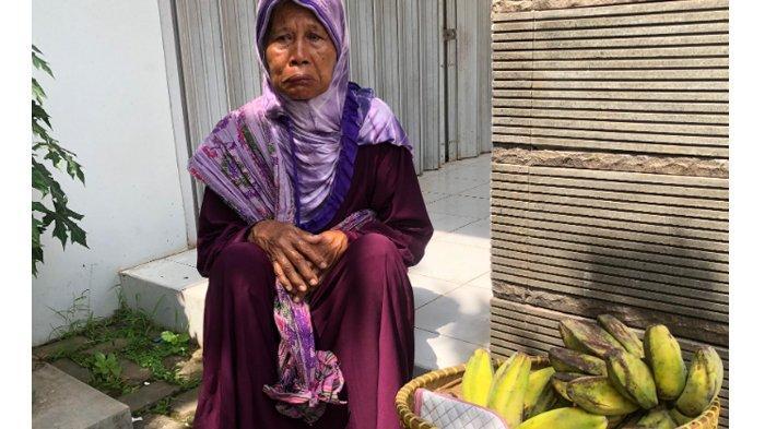 Kisah Pilu Nenek Penjual Pisang, Gendong Bakul Seberat 12 Kg dan Hidup Sebatang Kara di Gubuk