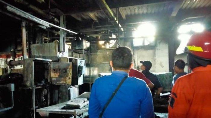 Diduga Korsleting Listrik, Mesin Pres di Sebuah Pabrik di Serang Kebakaran