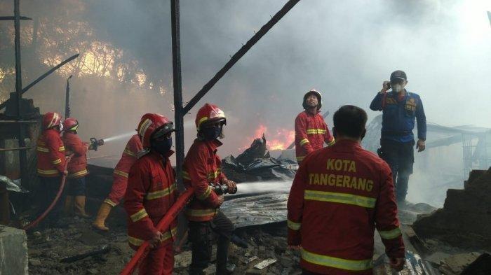 Ledakan Terdengar dari Lokasi Kebakaran Pabrik Tiner di Tangerang