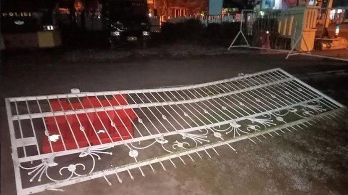 Pelaku Tabrakkan Mobil ke Pagar Mapolres, Kemudian Berkelahi dengan Polisi