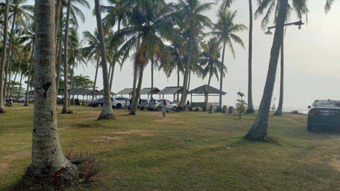 Kawasan Wisata Pantai Anyer Tampak Lengang di Hari Lahir Pancasila