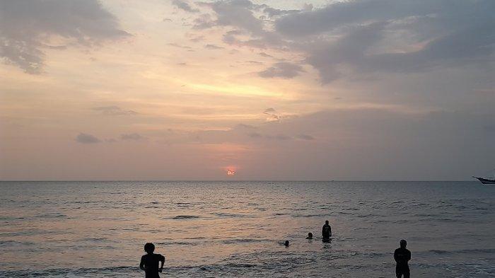 Pantai Carita, Destinasi Favorit Wisata di Banten, Simak Gunung Anak Krakatau dari Dekat
