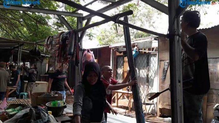 Satpol PP Pantau Pedagang Pasar Taman Sari yang Bongkar Lapaknya Sendiri Jelang Direlokasi