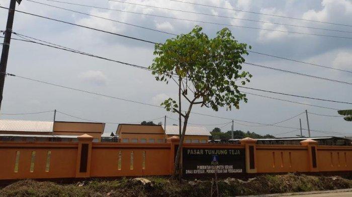 Pasar Tunjung Teja yang berlokasi di Kampung Tunjung Pertelon, Desa Tunjung Teja, Kecamatan Tunjung Teja, Kabupaten Serang