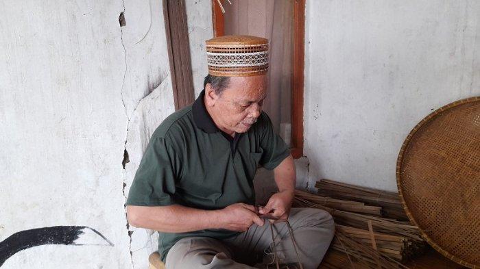 Kisah Inspiratif, Pasutri asal Desa Mander Banten yang Tak Lelah Menganyam Bambu hingga Usia Senja