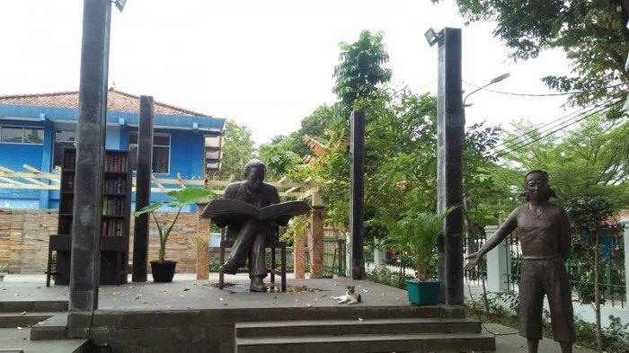 Museum Multatuli terletak di jalan Alun-Alun Timur No. 8 Rangkasbitung, Kabupaten Lebak, Banten.