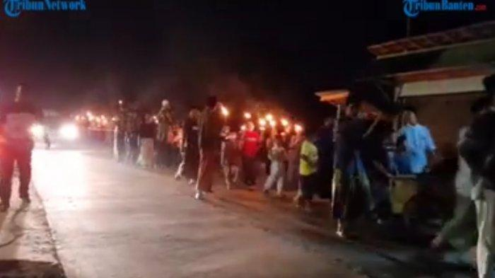 Sejumlah Warga Pamarayan Kabupaten Serang Gelar Pawai Obor Menyambut Tahun Baru Islam