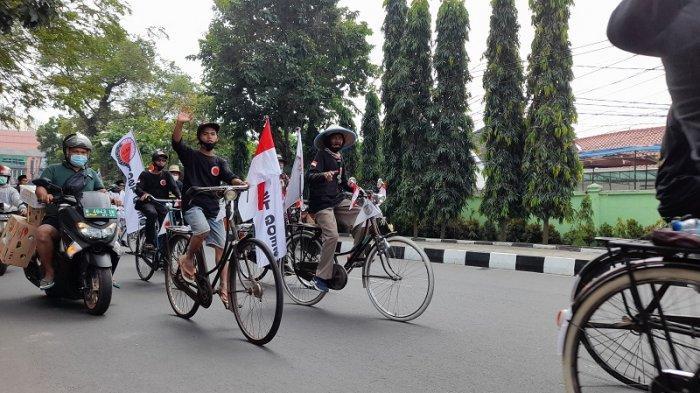 Peringati HUT Kemerdekaan, Pecinta Sepeda Onthel Serang Gowes Napak Tilas & Ziarah Makam Pahlawan