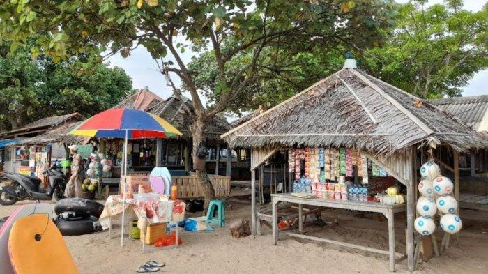 Pedagang di Pantai Pasir Putih Anyer Kesal Aturan Tempat Wisata Ditutup: Baru Ramai Sudah Dibubarin