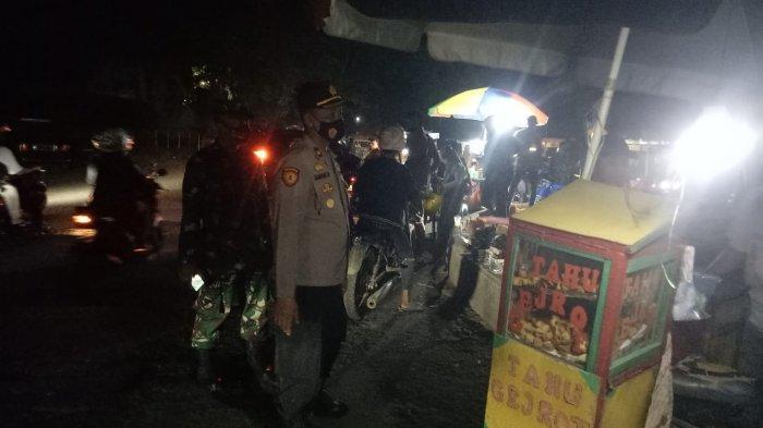 Mangkal dan Berkerumun, Pedagang Kaki Lima di Kawasan Stadion Maulana Yusuf Dibubarkan