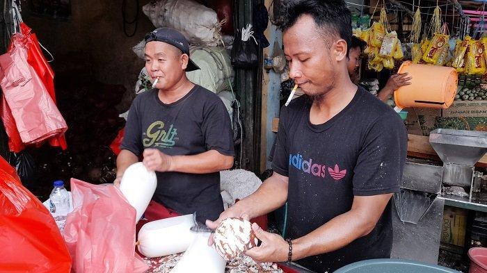 Permintaan Santan Kelapa di Kota Serang Meningkat Jelang Idul Adha, 1.500 Buah Ludes dalam Sehari