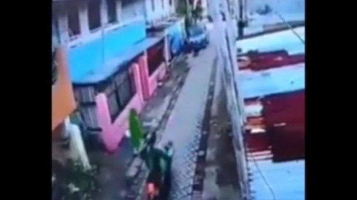 Ibu Penjual Kue Menangis kena Begal Payudara, Sejumlah Wanita Ini Malah Tertawa Tonton CCTVnya