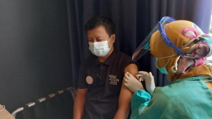 88 Karyawan Aston Cilegon Boutique Hotel Diberi Vaksin Covid-19 Hari Ini