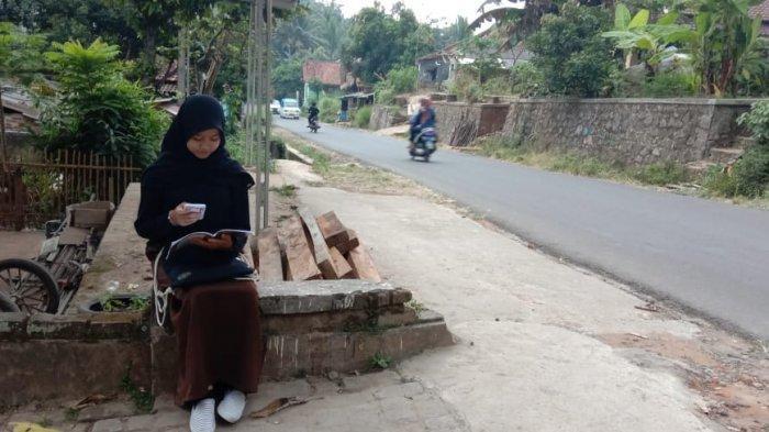 Cerita Warga Cibendung, Kota Serang, Belum Menjangkau Sinyal Selular