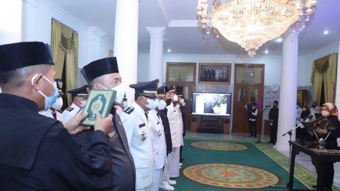 Bupati Serang Ratu Tatu Chasanah melantik sejumlah pejabat lingkungan Pemkab Serang di Pendopo Bupati Serang, Rabu (22/9/2021).