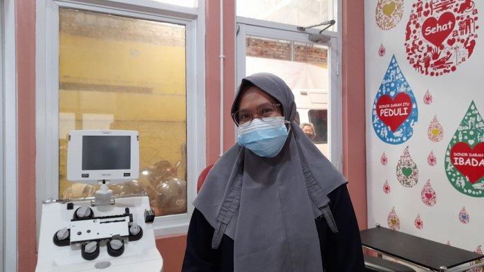 Pelayanan UDD Kabupaten Serang dr Verawati di UDD PMI Kabupaten Serang, Senin (9/8/2021).