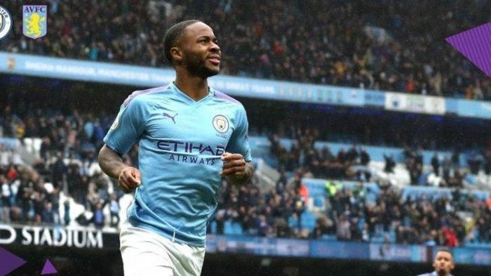 Pemain sayap Manchester City, Raheem Sterling, merayakan golnya ke gawang Aston Villa.