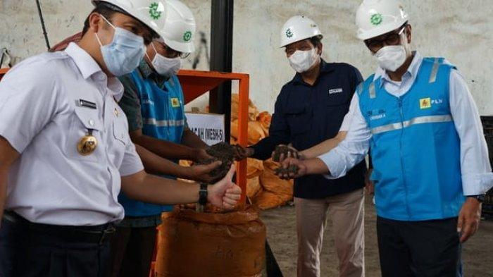 PLN melalui anak usahanya, PT Indonesia Power (IP), bekerja sama dengan Pemkot Tangerang mengembangkan pemanfaatan jumputan padat hasil olahan dari sampah.