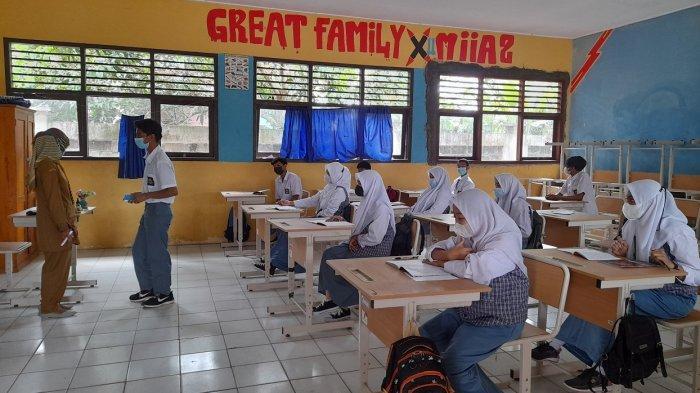 Belajar Tatap Muka di SMAN 1 Bandung Kabupaten Serang, Ruang Kelas Terbatas, Digelar Bergantian