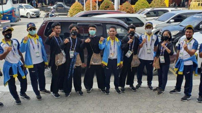 Ikuti Defile di Opening Ceremony PON XX Papua 2021, Kontingen Banten Pakai Baju Adat Baduy