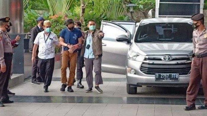 Berkaos Oblong, Crazy Rich Batubara Samin Tan Ditangkap KPK