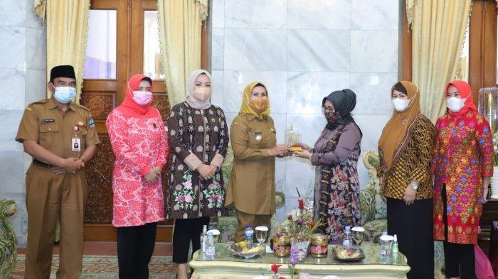 Pemkab Serang bersama Komisi Perempuan Remaja dan Keluarga (PRK) Majelis Ulama Indonesia (MUI) sepakat menjalin kerja sama dalam menangani persoalan keluarga, anak, dan perempuan.