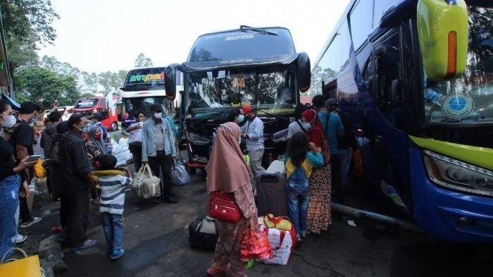 Jelang Larangan Mudik, Ratusan Warga Madura Pulang Kampung, Terminal Poris Tangerang Membludak