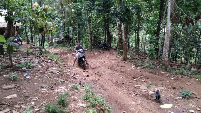 Harapan Warga di HUT ke-147 Kabupaten Pandeglang: Bu Irna Tolong Jalan Rusak Diperbaiki