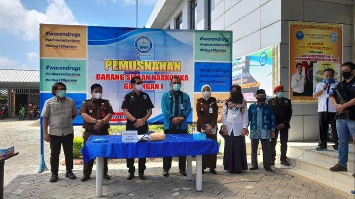 Badan Narkotika Nasional (BNN) Provinsi  Banten telah memusnahkan barang bukti narkoba sitaan dari dua kasus penyelundupan yang berbeda.