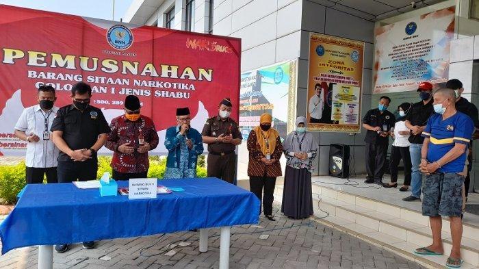 BNN Banten Musnahkan 500 Gram Sabu yang Diselundupkan di Sandal Jepit