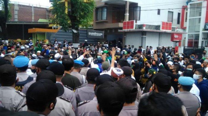 Ratusan Pendukung Habib Rizieq Sampaikan 6 Tuntutan di Mapolres Garut, Kapolres: Menerima Aspirasi